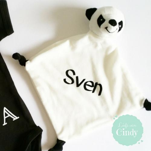 kraamcadeau met naam knuffeldoekje panda
