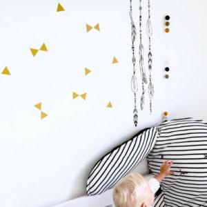 Driehoeken muurstickers strikjes oker mosterd geel