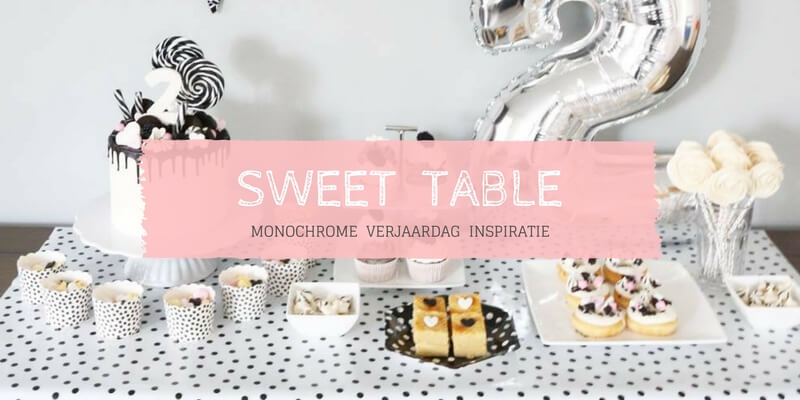 Monochrome sweet table
