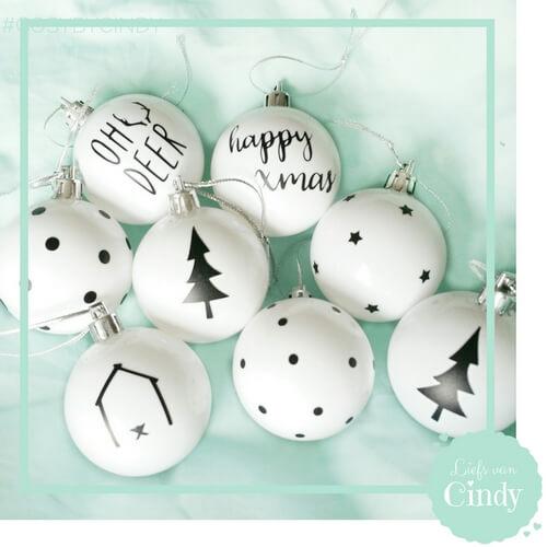 kerstballen zwart wit