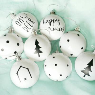 zwart witte kerstballen