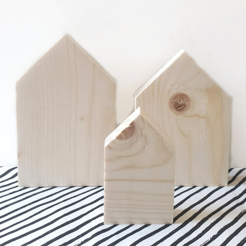 Lege blanco houten huisjes