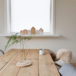 DIY Paasdecoratie, houten huisjes, paasslinger, haasjesslinger, paalstickers, paaskaarten,